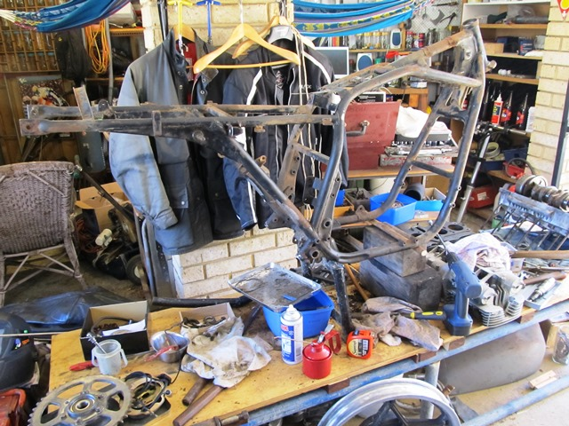 suzuki gs1000sn well it s been a busy couple of weeks as far as the gs1000 project is concerned i have attacked the frame gusto removing the pillion footpeg hangers
